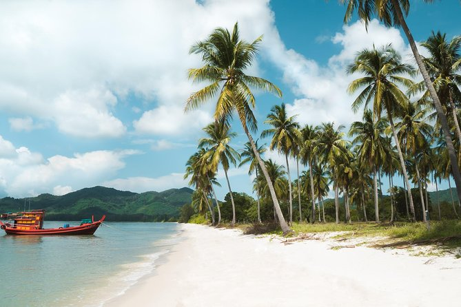 James Bond 006: Trip by speedboat to Phang Nga, start at sunrise, canoeing.