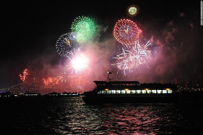 Bosphorus New Year's Eve Dinner Cruise and Boat Party, Istanbul