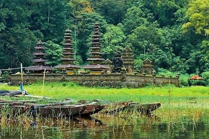 Bali Trekking Tour into the Jungle of Tamblingan forest and canoeing
