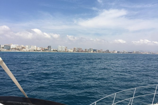 Walk through the coves and beaches of Alicante