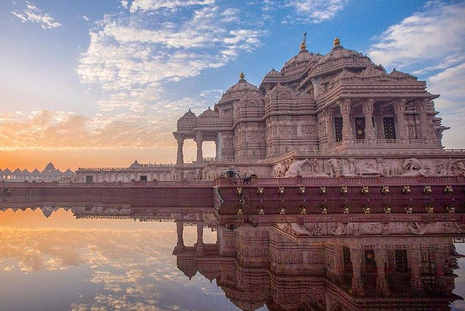 Small-Group Guided Tour to Akshardham Temple in New Delhi
