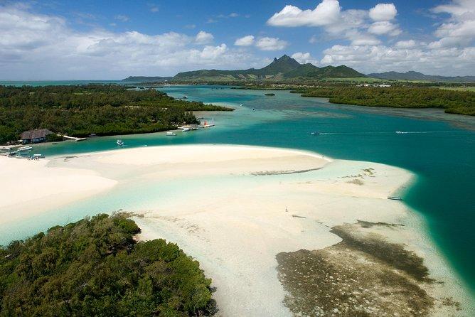 Mesmerizing Ile aux Cerf: Speed Boat, GRSE, Lunch & Undersea walk (Full Day)