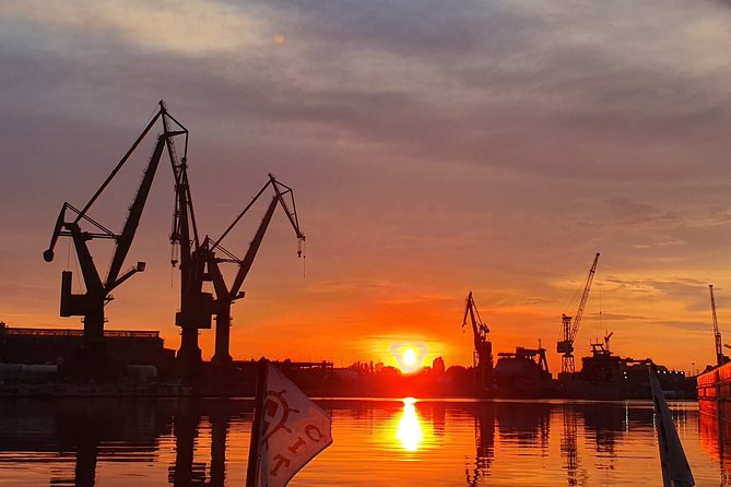 Sunset on the Shipyard and Old Town Evening Cruise