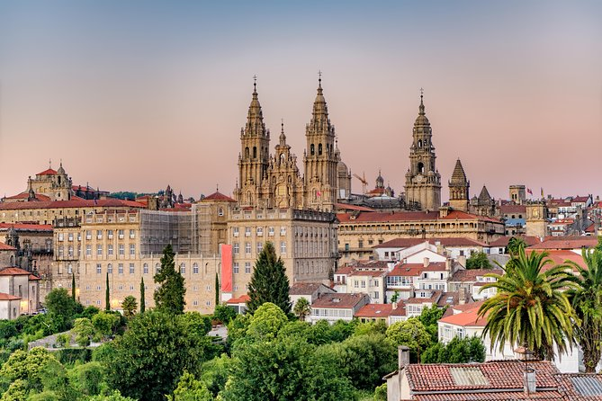 Private Premium Transfer from Lisbon to Santiago de Compostela + 2h Sightseeing