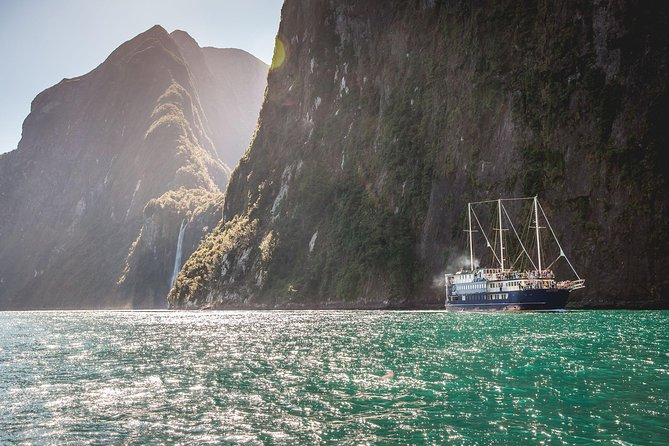 Milford Sound Mariner Overnight Cruise from Queenstown