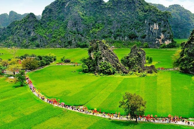 Hoa Lu Tam Coc Full-Day DELUXE Tour Including BUFFET LUNCH & River Boat Ride photo 10