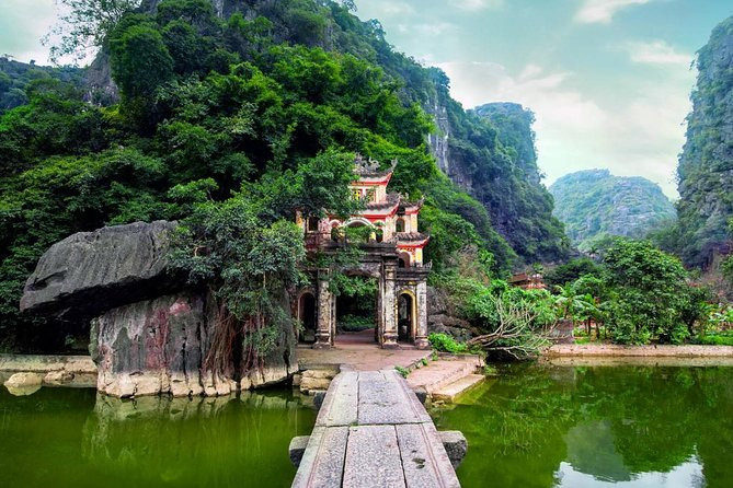 Hoa Lu Tam Coc Full-Day DELUXE Tour Including BUFFET LUNCH & River Boat Ride photo 25