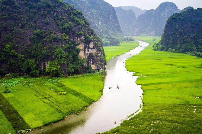 Hoa Lu Tam Coc Full-Day DELUXE Tour Including BUFFET LUNCH & River Boat Ride photo 20