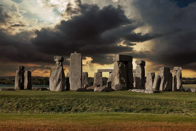 Stonehenge looks different every day with its mysterious clouds!