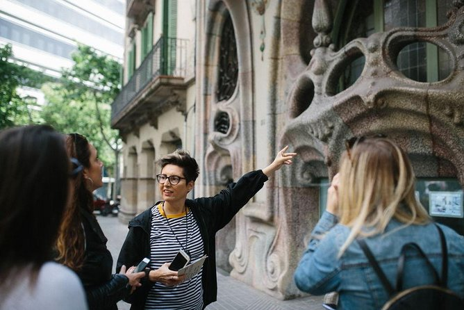 Architecture Jewels Tour and Gourmet Tapas with a Historian for private groups