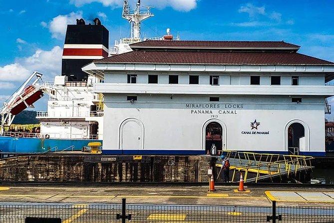 Gira de Escala en el Canal de Panamá y la Ciudad (Español)