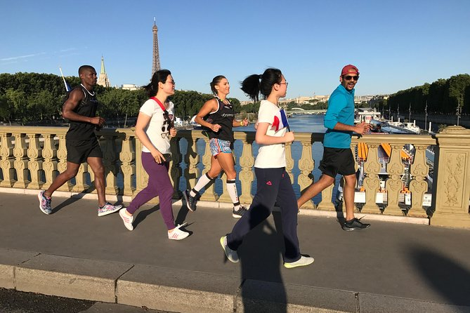 Sunrise Run & Sightseeing in Paris