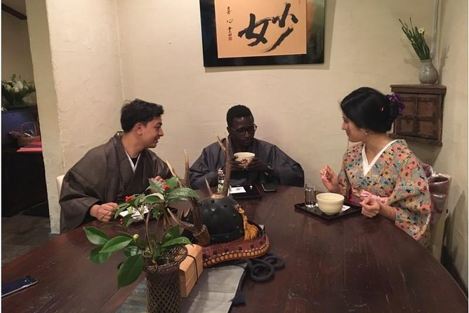 Wear kimono and enjoy tea ceremony