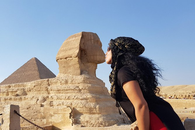 Full-Day Tour Giza Pyramids, Egyptian Museum and Bazaar