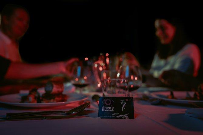 Cena en la oscuridad