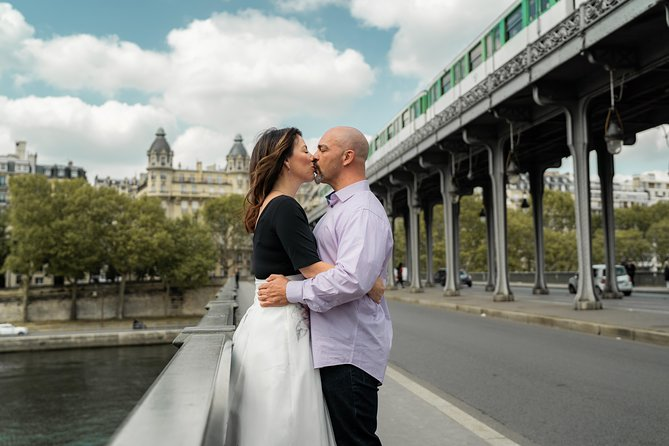 Private photoshoot in Paris with a professional photographer photo 2