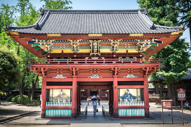 Yanaka half day Tour with private guide and traditional experience