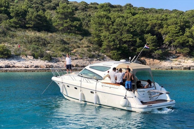 Private Boat & Skipper Day Charter Jeanneau Prestige: Hvar and Pakleni Islands