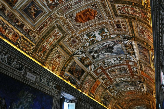 Guided tour Vatican Museums, Sistine Chapel and St. Peter's Basilica 14.00h