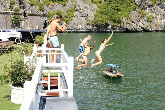 BOUTIQUE CRUISE Lan Ha Bay 2 Days, 1 Night Tour: Swimming,Kayaking,Squid Fishing