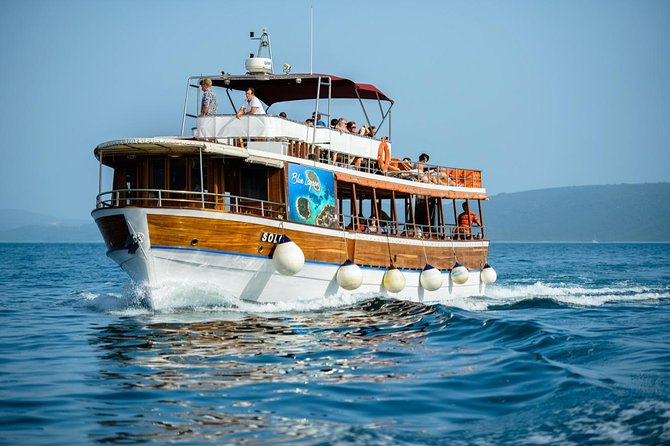 Three Island Tour from Split (Shipwreck, Blue Lagoon, Maslinica) LUNCH INCLUDED