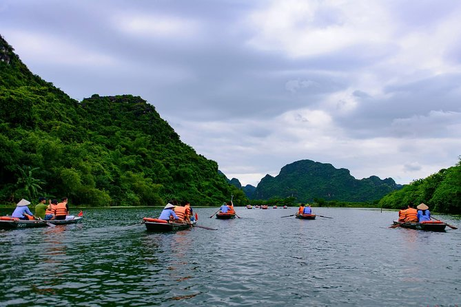 Ninh Binh Daily Tour: Hoa Lu - Am Tien Cave- Trang An boat ride photo 8