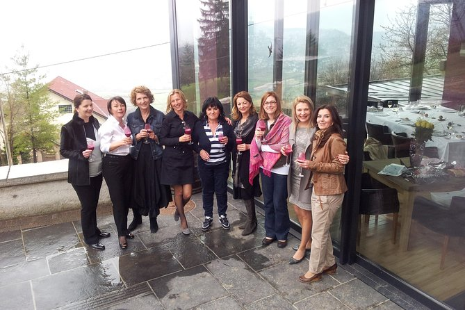 Small-group Wine Tasting Expiriance, with lunch in vineyard