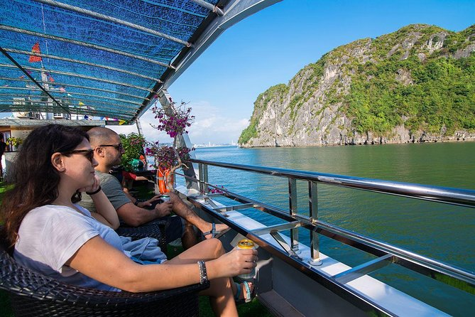 Halong Bay and Cave Full-Day Cruise with Lunch from Hanoi
