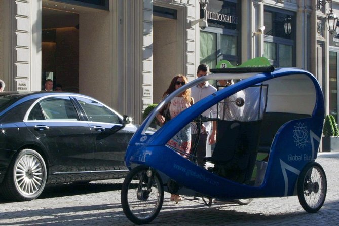 One Hour Shopping Tour in Rickshaw in Milan