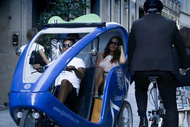 Two Hours Shopping Tour in Rickshaw in Milan