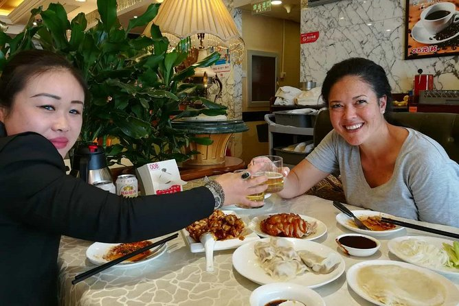 5-Hour Beijing Night Layover Tour with Dim Sum and Market Shopping
