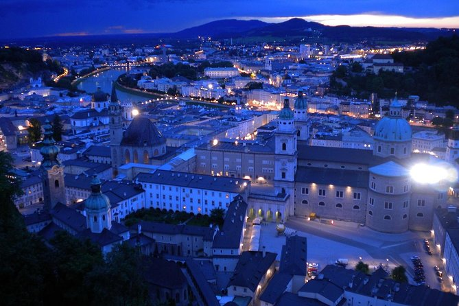 Private Premium Car Transfer from Prague to Salzburg with 2h of Sightseeing