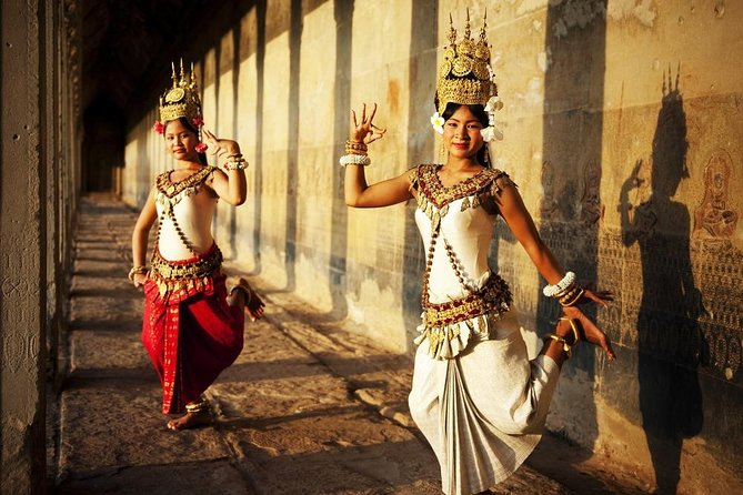 5 Days Private Guide Tour Phnom Penh to Siem Reap included domestic flight