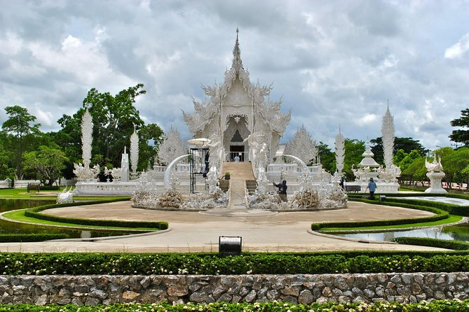 White Temple-Black House & Blue Temple Tour From Chiang Mai