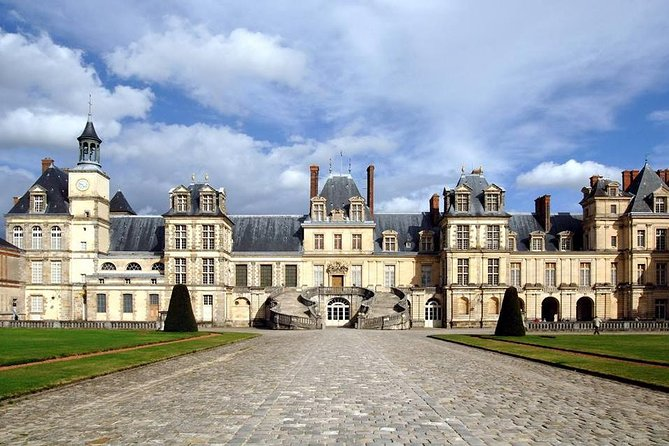FONTAINEBLEAU EXPRESS : private day-trip from PARIS to visit the castle