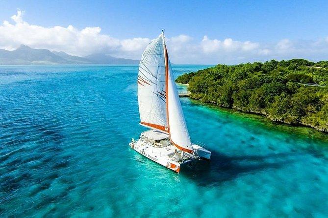 Spectacular Catamaran trip to Ile Aux Cerf Incl: Undersea walk, Lunch & GRSE