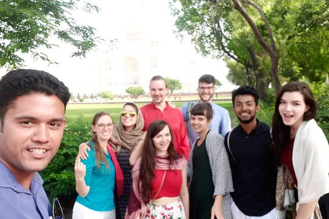 Group Tour: Same Day Trip to Agra Including Taj Mahal and Agra Fort