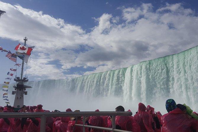 Paquete de día completo en las cataratas del Niágara desde Toronto: recorrido por avión, barco y tierra y cata en bodega