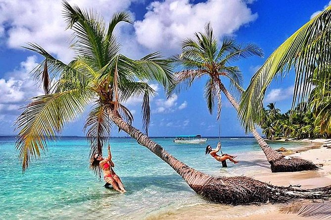 2 Days in Private Cabin in San Blas (min 2 Guests) + 4 Meals + FULL Day Tour