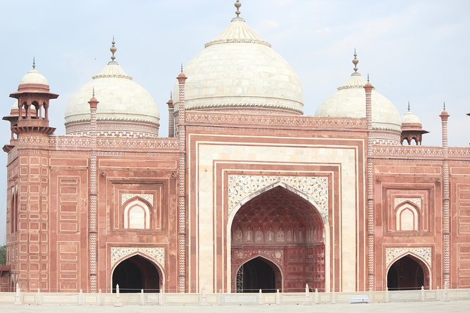 Half Day tour of Taj Mahal & Red Fort