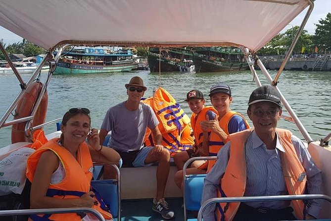 Cham Island Private Tour bySpeed Boat with Swimming,Snorkeling,Relaxing on Beach