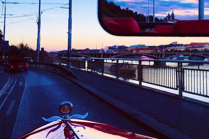 1,5 hour oldtimer convertible Prague sightseeing tour