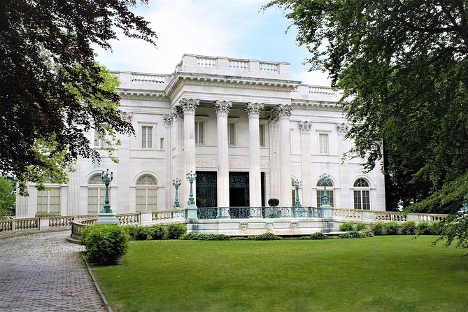 Newport Coastal Day-Trip from Boston with Breakers & Marble House Admission