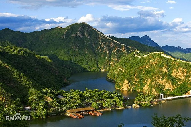 Huanghuacheng Lakeside Wild Great Wall Hiking photo 5