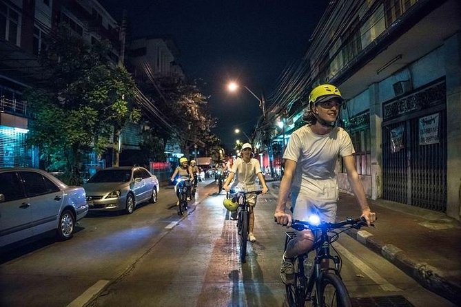 4-Hour Bangkok Night Bike Tour with Wat Arun & Wat Pho