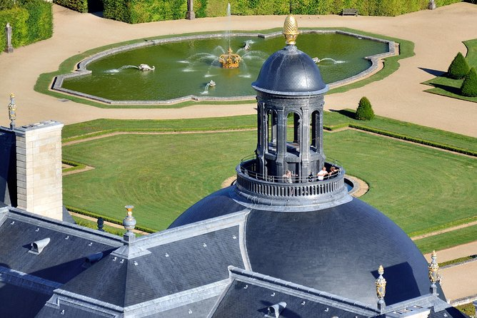 Private champagne time on the roof of the Chateau de Vaux le Vicomte