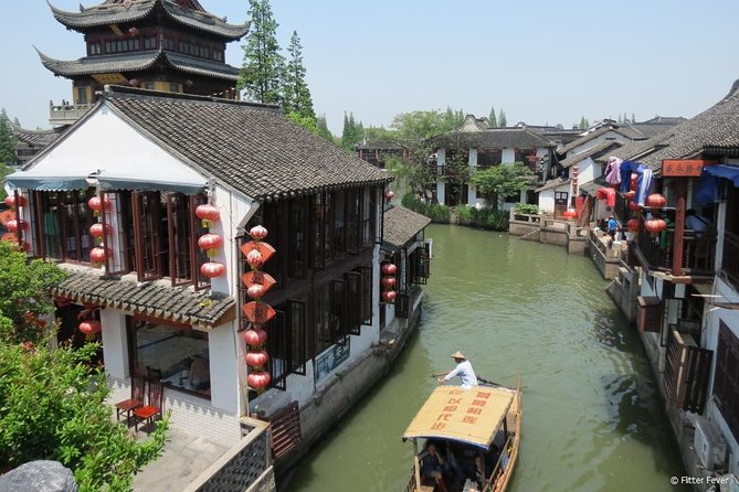 Private Full Day Tour: Zhujiajiao Ancient Water Town with Best of Shanghai
