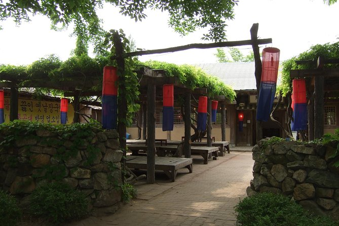 Royal Palace and Folk Village: Full Day Guided Tour from Seoul