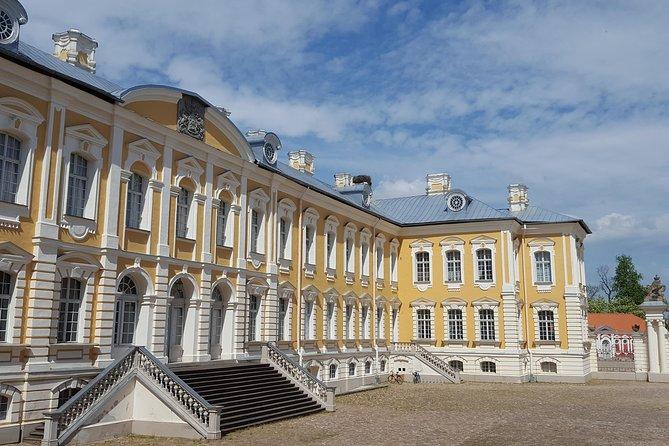 Excursion d'une journée de Vilnius à Riga: la colline des croix, le palais Rundale et le château de Bauska