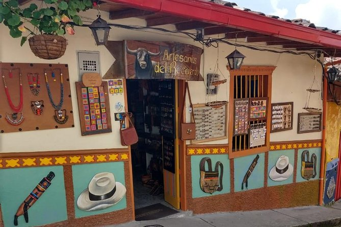 Tour to Guatapé + Rumbero Boat + Access to the Stone